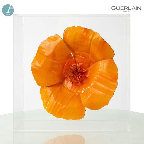 En provenance de l'ancien siège de GUERLAIN Fleur en carton laqué orange, suspen…