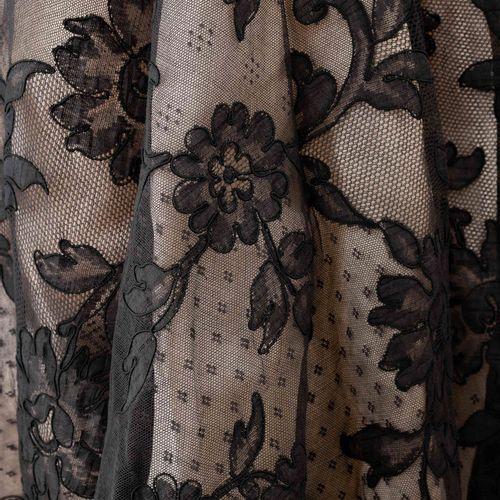 En provenance de l'ancien siège de GUERLAIN Alexis MABILLE, robe du soir en dent…