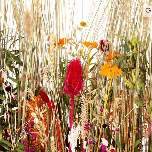 En provenance de l'ancien siège de GUERLAIN Jardinière avec fleurs séchées, boît…