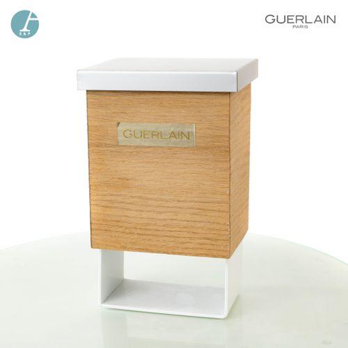En provenance de l'ancien siège de GUERLAIN Boîte factice miniature, en métal la…