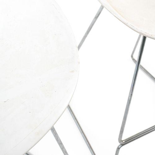 En provenance de l'ancien siège de GUERLAIN Deux chaises de bar, piètement métal…