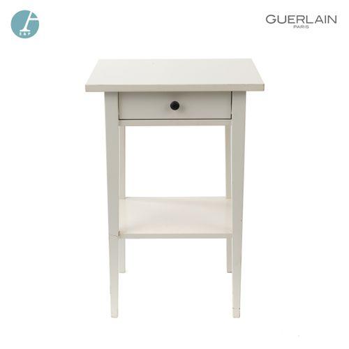 En provenance de l'ancien siège de GUERLAIN Table de chevet ouvrant à un tiroir …