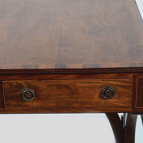 REGENCY PERIOD MAHOGANY SOFA TABLE le plateau rectangulaire en bois d'ébène incr…