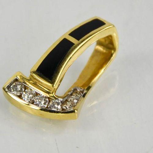 Un pendentif en diamant et onyx de 14ct, 3.6g.