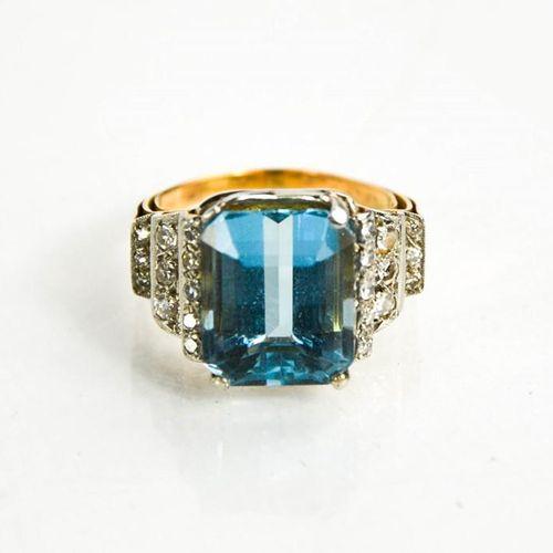 Bague en or, platine, aigue marine et diamant, l'aigue marine rectangulaire d'en…