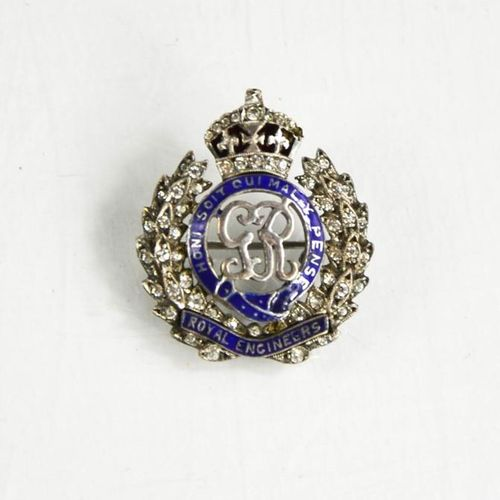 Une broche en métal blanc en forme de cœur des Royal Engineers, taille O, 0.23to…