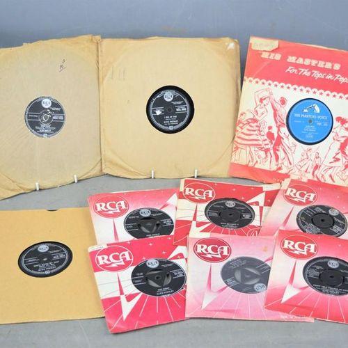 Un groupe de disques 78 tours et de singles 7 pouces d'Elvis Presley comprenant …