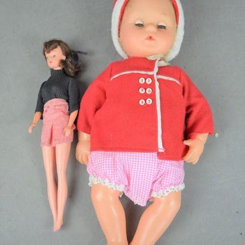 Une poupée originale Tiny Tears, et une poupée vintage.