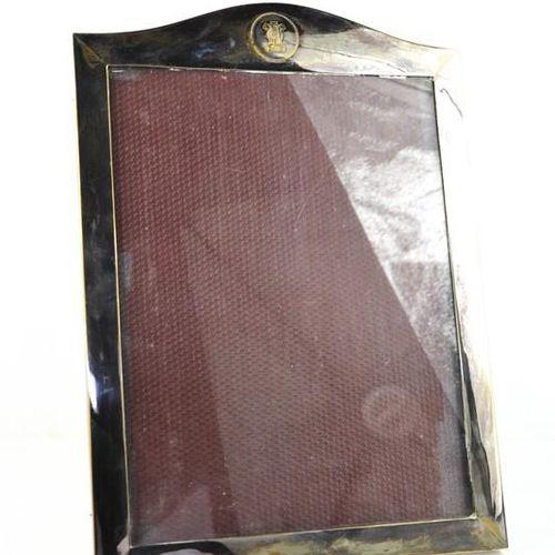 Cadre photo de table en métal argenté de P.Orr & Sons, 46 x 33 cm.