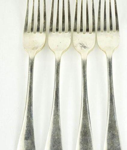 Quatre fourchettes de table en argent, Sheffield 1909, 9,45toz.