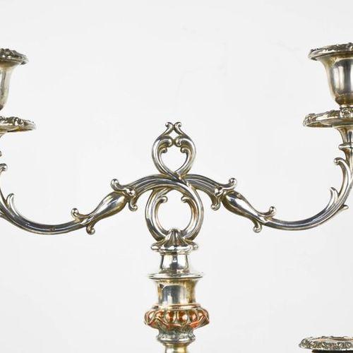 Une paire de chandeliers interchangeables du 19ème siècle et une paire de chande…