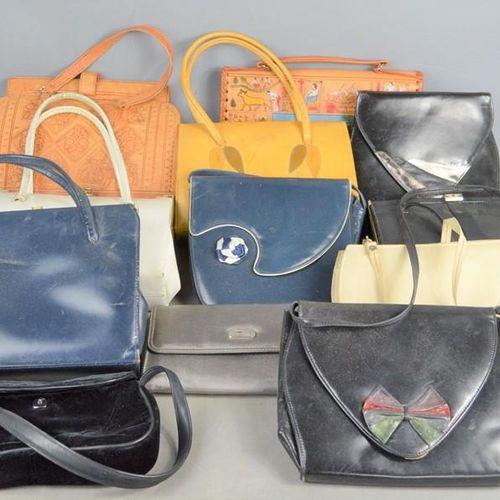 Un groupe de sacs à main vintage comprenant des exemples de Studio Harmonique, J…
