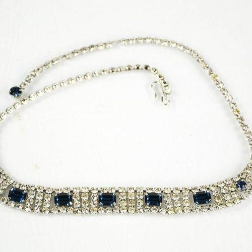 Un collier de robe en diamant, dans un style diamant et saphir.