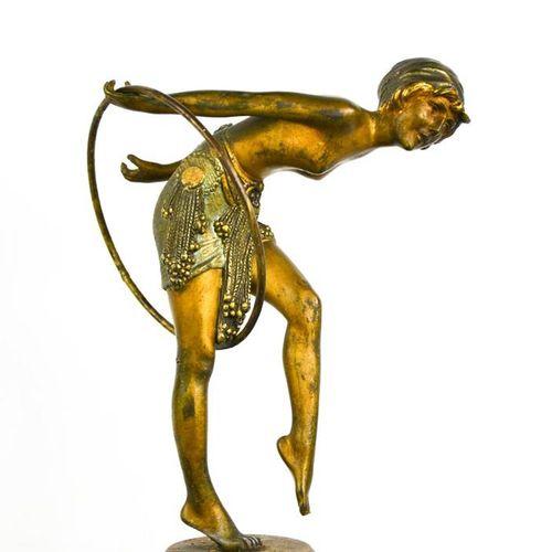 Dimitri Chiparus (1886 1947) : une danseuse Art Déco en bronze avec cerceau, sur…