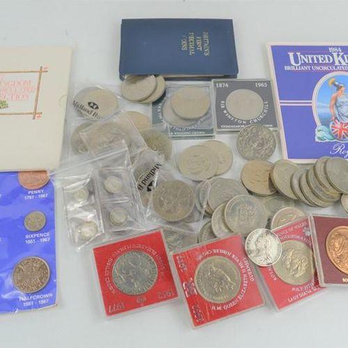 Un groupe de pièces britanniques comprenant des pièces commémoratives et des piè…