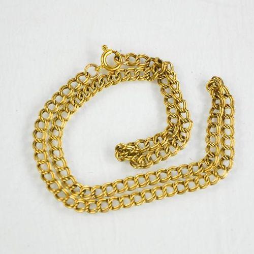 Un collier en or 9ct, 9g.
