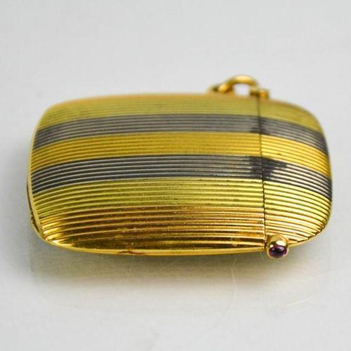 Bel étui à vesta impérial russe, probablement de Fabergé, en or rayé de trois co…
