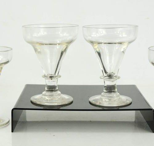 Un ensemble de quatre verres, 19ème siècle, 15cm de haut.