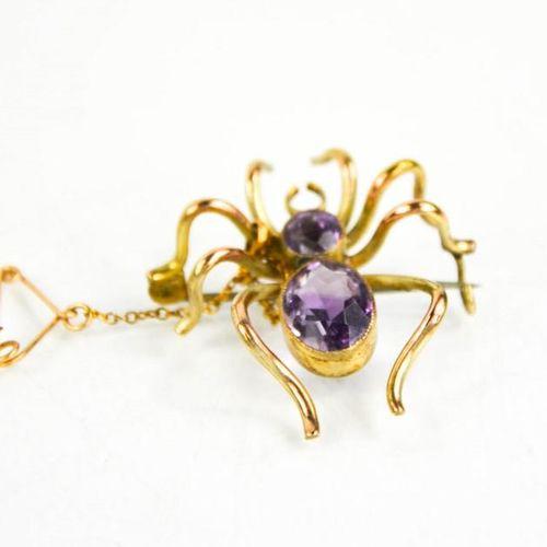 Une broche araignée en or 9ct sertie d'améthyste, 5.3g.