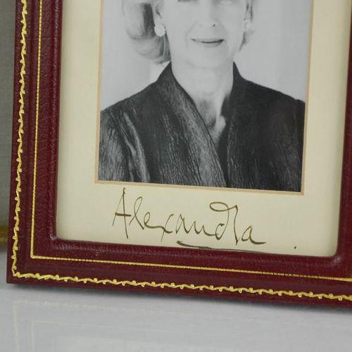 Autographes : trois photographies signées ; la princesse Alexandra, l'honorable …