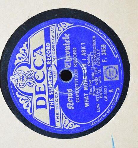 Un groupe de disques 78 tours comprenant Jim Dale, Johnnie Ray, Lew Stone, The F…