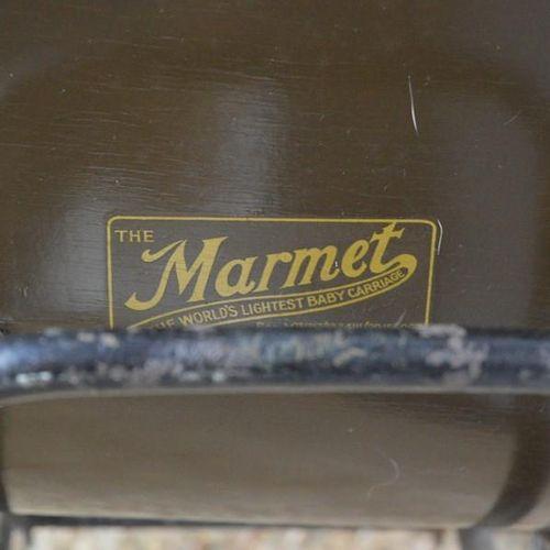 """Un landau vintage Marmet """"The worlds lightest baby carriage"""" avec capuche."""