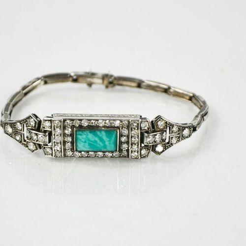 Une montre bracelet Art Déco en platine, diamant et jadite, sans mécanisme, 17g.