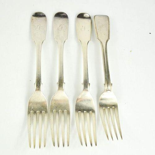 Quatre fourchettes de table en argent, Londres 1840, et une autre fourchette de …