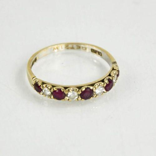 Une bague en or blanc 18ct et rubis en diamant, taille P, 1.9g.