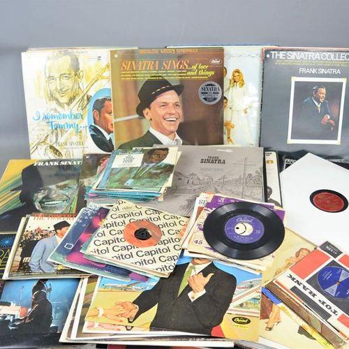 """Un grand groupe de singles 7"""" et de disques LP de Frank Sinatra comprenant come …"""