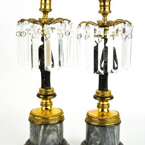 Une paire de chandeliers de style Empire du début du 20ème siècle en bronze, bro…