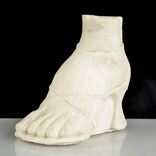 Eduardo Paolozzi (1924 2005), pied en plâtre portant une chaussure, hauteur 14 c…