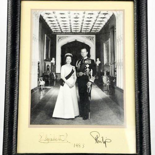 Autographes : photographie signée de la Reine Elizabeth et du Prince Philip, dat…