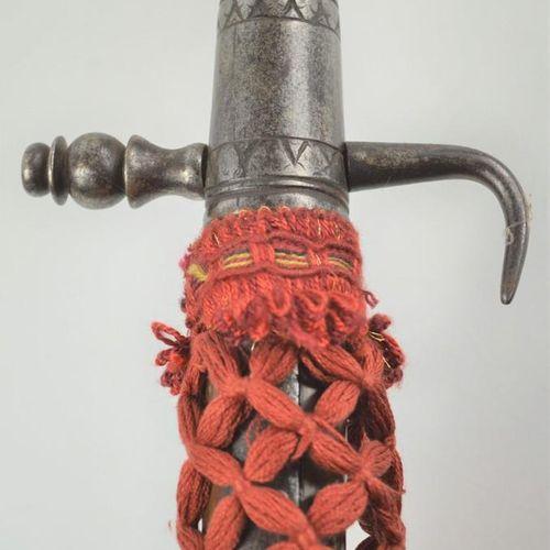 Hallebarde du XVIIe siècle vers 1600, avec tête de pontisan, lame marquée d'un b…