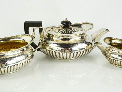 Service à thé trois pièces en argent George III par Robert et Samuel Hennell, Lo…