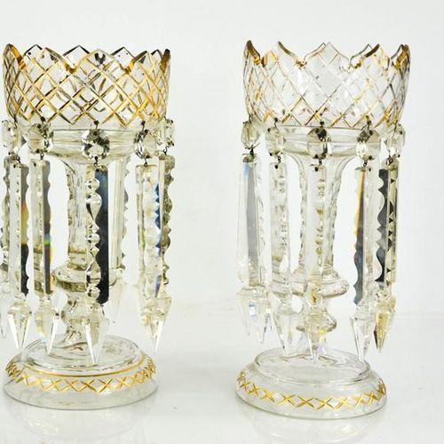 Une paire de lustres en verre de l'époque victorienne, avec des bols et des supp…