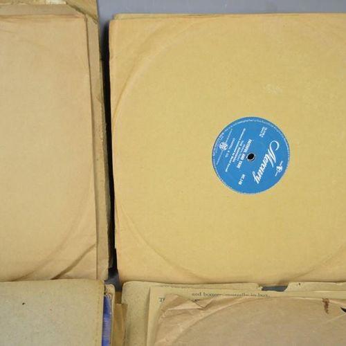 Un groupe de disques 78 tours de collection comprenant Danny and The Juniors, Th…