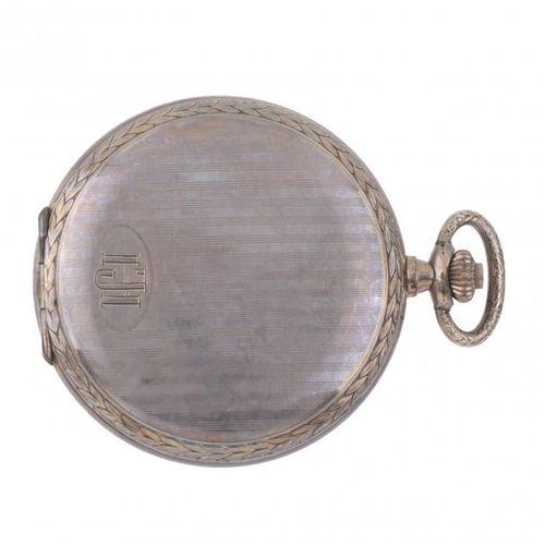 POCKET WATCH. Boîtier en métal doré.  Cadran doré avec chiffres romains et secon…