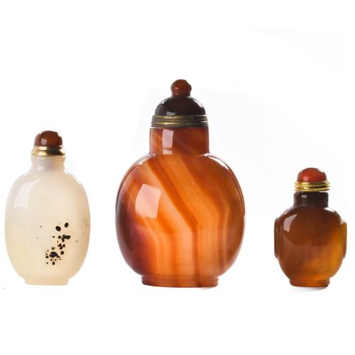 COLLECTION OF THREE CHINESE AGATE AND JADE SNUFF BOTTLES. A fantastic set of thr…