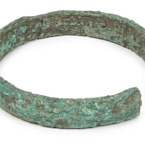 Bague de cou en bronze chinois, période néolithique, avec crête centrale, fortem…