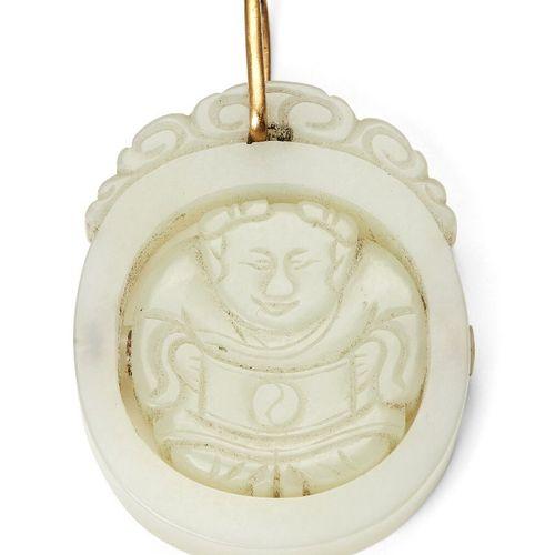 Propriété d'un Gentleman (lots 36 85)    Une plaque pendentif chinoise en jade b…