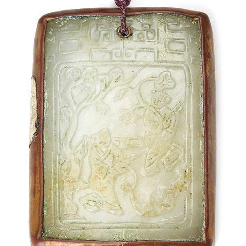 Propriété d'un Gentleman (lots 36 85)    Plaque pendante rectangulaire en jade v…