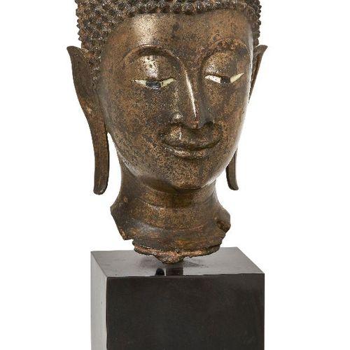 Propriété d'un Gentleman (lots 36 85)    Une grande tête en bronze de Bouddha Sh…