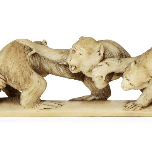 Okimono japonais en ivoire représentant un groupe de singes, 19ème siècle, sculp…