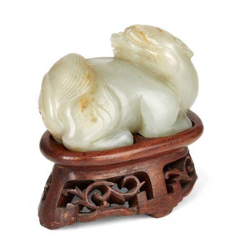 Propriété d'un Gentleman (lots 36 85)    Chien lion chinois en jade vert céladon…