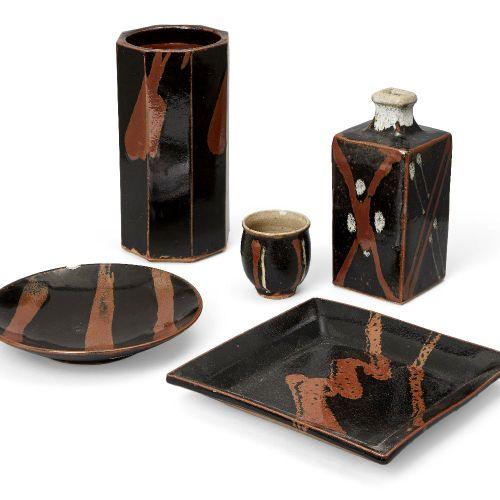 Cinq pièces de poterie d'atelier japonaise dans le style de Shoji Hamada, 20e si…