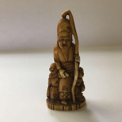 Une collection de onze netsuke japonais en ivoire et en corne, 19e siècle, compr…