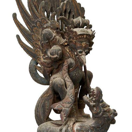 Sculpture en bois balinaise, début du 20e siècle, sculptée comme une divinité ai…