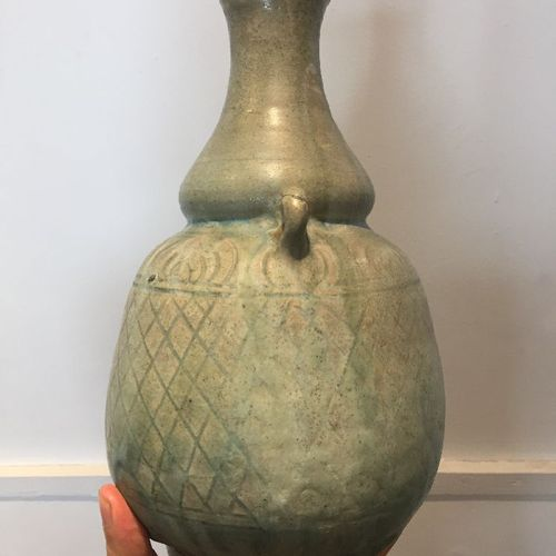 Une gourde en poterie thaïlandaise Sawankhalok, 15e/16e siècle, avec deux poigné…