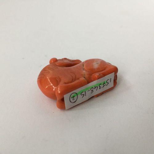 """Un pendentif en jade céladon chinois """"lingzhi"""" et un cheval en corail, 19e siècl…"""